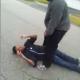Video: Estadounidense ataca a un hombre y a su hija de 6 años por un carro de lavandería