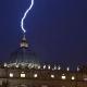 En video¿Una señal de Dios? Un rayo golpea el Vaticano el día de la renuncia de Benedicto XVI