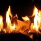 Un cura italiano quema en plena eucaristía una foto de Benedicto XVI Por abandonar la iglecia catolica