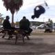 Vídeo: Saltar por encima de policías conlleva arresto en EE.UU.