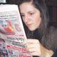 El mundo patas arriba: una mujer serbia lo ve todo al revés que mujer tan loca