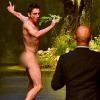 Foto, Video: Un hombre desnudo irrumpe en el desfile de Dolce & Gabbana en Milán
