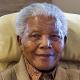 EL Exprecidente de Africa Nelson Mandela está conectado a un respirador artificial