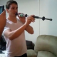 VIDEO Le clavan la mano con una flecha por estar jugando Guy Gets Shot With Blow Dart Gun In The Hand