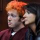 El atacante en un cine de Colorado usará un arnés una cadena sujeto al piso durante su juicio