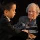 VIDEO Un chamaquito de 5  toca el piano para una anciana de 101 5 Year Old Piano Prodigy Performs For 101 Year Old Lady
