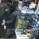 VIDEO Que maldito bruto este ladron lo cojen de estupido cuando fue atracar una bodega recomendao