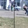 VIDEO Un ganter Russo Drogado Peliando con una MUJER miren lo que le pasa