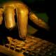 La Policía británica detiene a 'hackers' acusados de robar 2,1 millones de dólares