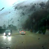 VIDEO UN DERRUMBE CASI ENTIERRA DOS CARRO MIREN Close Call: Driver In Taiwan Almost Gets Crushed By A Giant Boulder