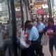 El diablo que pelea mas dramatica miren lo que paso :New Orleans Cops Watch 2 Guys & 2 Girls Fighting!