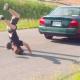 VIDEO Casi lo mata este carro de un choque diablo These Guys Fail At Jumping A Car