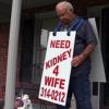 Después de un año de lucha, un hombre consigue un riñón para su esposa