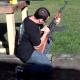 Video un idiota jugando con una arma dela que Usaba osama :Idiots Playing With Guns