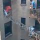 Video escapando de un Edificio prendio en candela que rrisa :Man Barely Escapes Building Fire