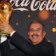 Fotos - La copa Mundial de futbol acaba de llegar a la república dominicana y Danilo la muestra