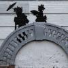 VIDEO El artista de los graffittis dejó otra de sus obras en el frente de una casa en Brooklyn, Nueva York.