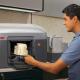 VIDEO Las impresoras en tercera dimensión a escala industrial ahora están disponible para consumidores y pequeños negocios.