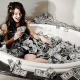 Cuelga una foto en Facebook 'bañándose en dinero' y el recaudador llama a su puerta