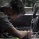 Video miren este esta vivo o muerto? Man On Drugs Crashes Truck Then Flees