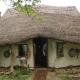 ¿Cansado de bancos? Un granjero desafía las hipotecas y se hace una casa por 240 dólares
