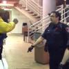 VIDEO MIREN ESTE TIPO DROGADO MATANDOCE CON POLICIA Big Drunk Guy Gets Tased