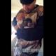 VIDEO Este famoso rapero americano con un monito que le regalaron mira