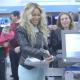 VIDEO Beyonce en una reconocida tienda miren Surprises 750 Holiday Shoppers At Walmart With $50 Gift Card!
