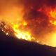 Videos, fotos: Un feroz incendio en California amenaza zonas habitadas