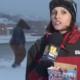 VIDEO - Chekea lo que le pasa a esta reportera Reporter Videobombed By A Horse Head