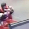 VIDEO una mujer evita que un bebe casi muera Home Depot Employee Catches Falling Baby