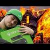 VIDEO Un hombre corre asu casa en llamas solo para salvar su Xbox Man Risks His Life By Running Into His Burning Home Just To Save His Xbox!