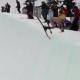 Video miren este loco en tanga asiendo estupidece en la nieve Half Naked Skier's Painful Backflip Fail