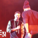 El rapero Jay Z leda una sorpresa a J cole : Makes A Surprise Performance  & Gives J. Cole His Original Roc-A-Fella Chain!
