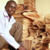 VIDEO Miren el que invento el paper Un joven ugandés crea el imperio del papel
