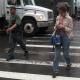Estudio: enviar mensajes de texto mientras caminas afecta tu equilibrio