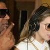 Video - La cantante belinda compartiendo con el cantante dominicano Omega en una disco.