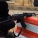Video: Un yihadista sirio de 4 años aprende a manejar un AK-47  Mira esto