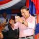 Video - Cristian casa blanca regala $25 mil pesos a este comunicador ante las camaras.