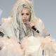 Lady Gaga defiende el performance de una artista que le vomitó pintura