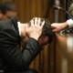 Pistorius rompe en llanto al recordar los sangrientos detalles del asesinato de su novia