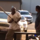 Video Tremenda pela miren Dude Passes His Gun To His Homie