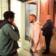Vídeo  esto es humildad: El Rapero Kanye west se detiene a escuchar a un artista de barrio  Kanye West Let An Aspiring Rapper Spit For Him