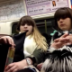 VIDEO Miren lo hace este hombre en el alas mujeres (Man Uses Hidden Crotch Cam To Catch Women On The Train Staring & Taking Pictures Of His Bulge)