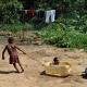 VIDEO Un grupo armado expulsa de sus hogares a una tribu aislada del Amazonas