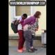 VIDEO chico flaco tratando de darle en 4 a una golda Skinny Dude Tries To Get It In With Big Girl In Public