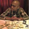 FOTO Este famoso Boxeador tiro al aire  $100 mil dolares miren esto