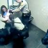 VIDEO Brutal EE.UU.: Guardias desnudan a una mujer y la encierran en una celda llena de gas pimienta   Cops Strip, Parade, Pepper Spray Woman And Lock Her In Cell For 7 Hours