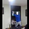 VIDEO miren este maldito loco debarata su tv en 3 pedasos dique porque gano Brazil