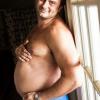 Hombre embarazado La 'maternidad' de un hombre se vuelve viral en redes sociales
